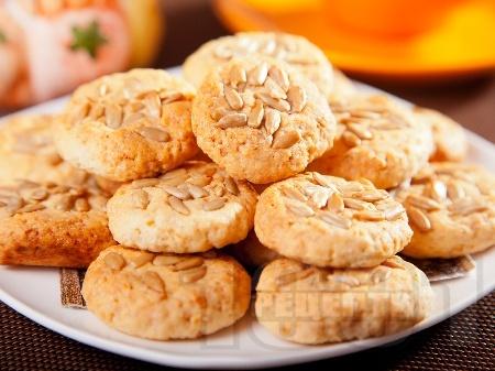 Овесени бисквити със слънчогледови семки и кокосови стърготини - снимка на рецептата